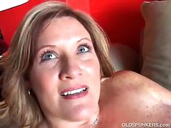 Beautiful cougar has good large tits