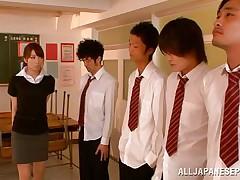 teacher aligns her students